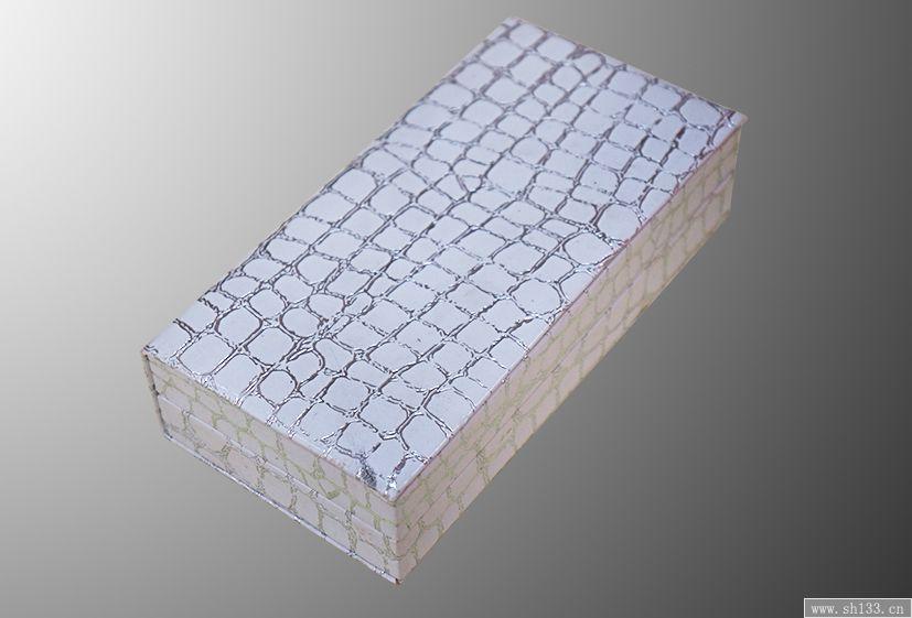 骨裂花样包装盒印刷设计